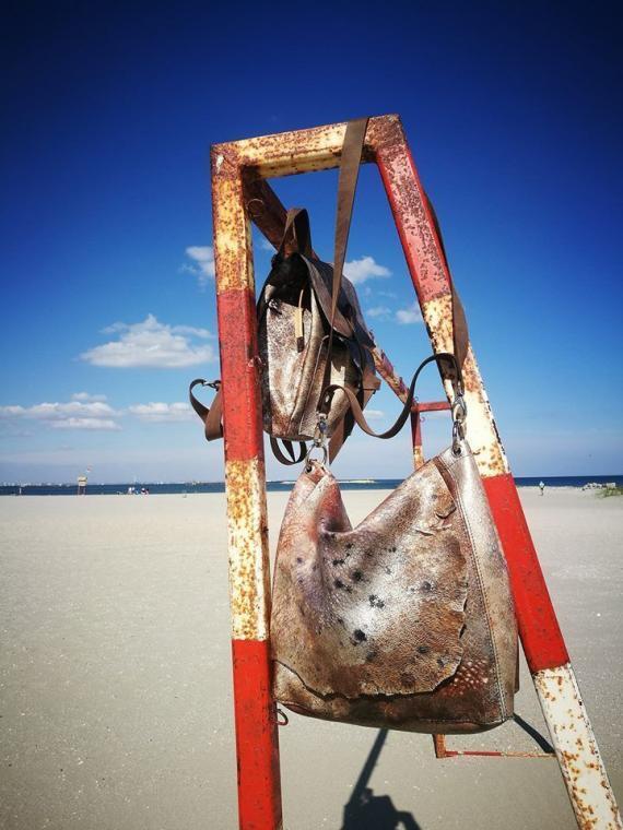 Geantă crossbody de piele Sand Winter creativ
